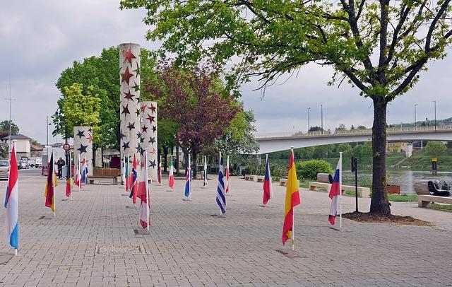 Monumento a Europa en Schengen río Mosela Luxemburgo