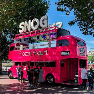 Bus inglés fucsia Frozen Yogurt